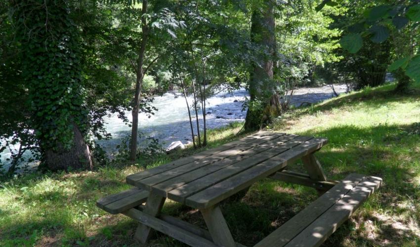 camping le Haut Salat acces direct à la riviere