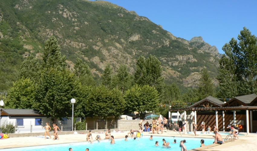 Camping-piscine-les-Ioules-ariege-pyrenees